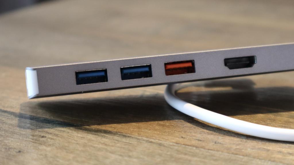 終於有 10Gbps 的 USB-C hub!開箱手上第一支 j5create JCD375 USB3.2 Gen2 - 3