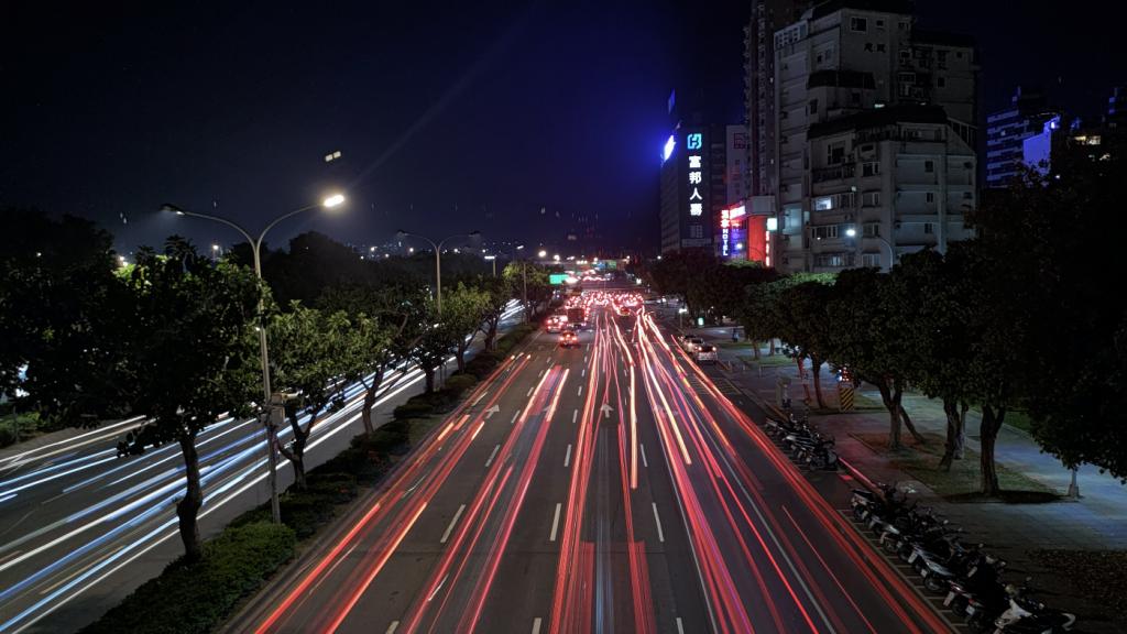 用手機也能拍出光軌效果? ZenFone 7 進階拍照實戰教學
