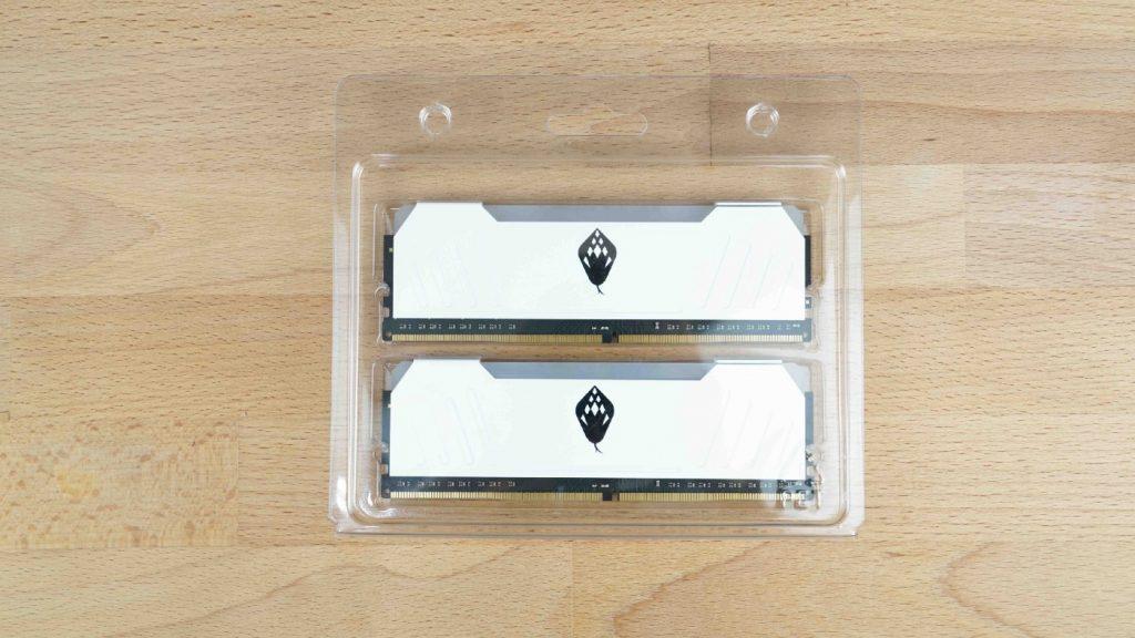 電腦上演白蛇傳?這條白蛇真的漂亮!ANACOMDA 東方沙蟒 DDR4–3200 8GBx2 - 3