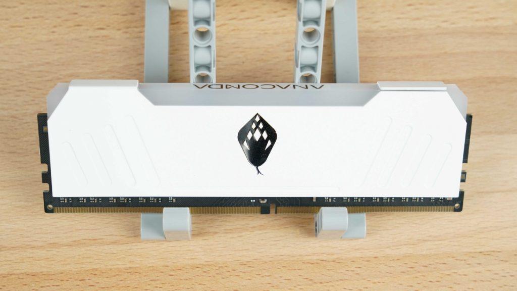 電腦上演白蛇傳?這條白蛇真的漂亮!ANACOMDA 東方沙蟒 DDR4–3200 8GBx2 - 4