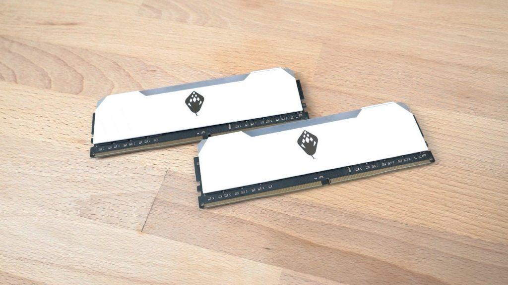 電腦上演白蛇傳?這條白蛇真的漂亮!ANACOMDA 東方沙蟒 DDR4–3200 8GBx2 - 5