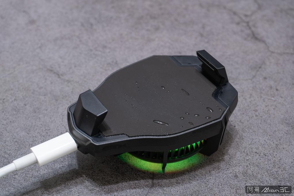 「開箱」信星飛智蜂翼 2 Pro 手機製冷散熱器 - 玩手遊不熱當! - 9