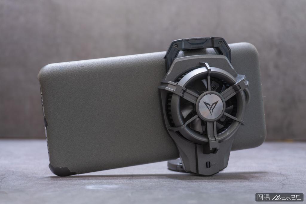 「開箱」信星飛智蜂翼 2 Pro 手機製冷散熱器 - 玩手遊不熱當! - 10