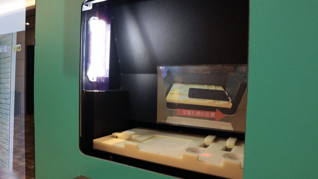 自動販賣機也能貼保護貼?TOPFILM 貼膜機,iPhone 貼膜新體驗 - 13