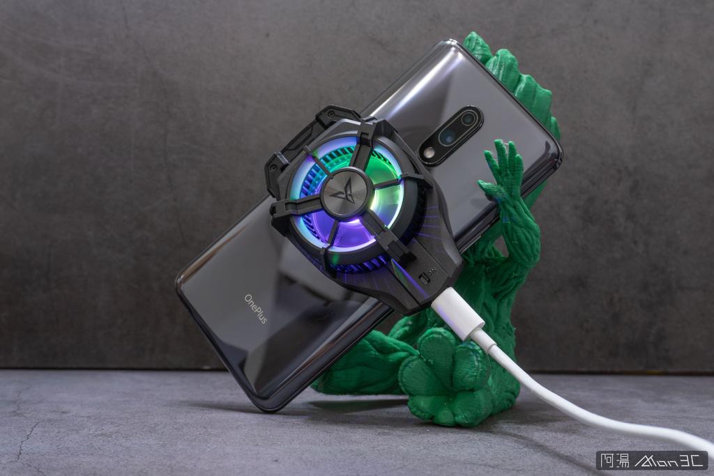 「開箱」信星飛智蜂翼 2 Pro 手機製冷散熱器 - 玩手遊不熱當! - 15