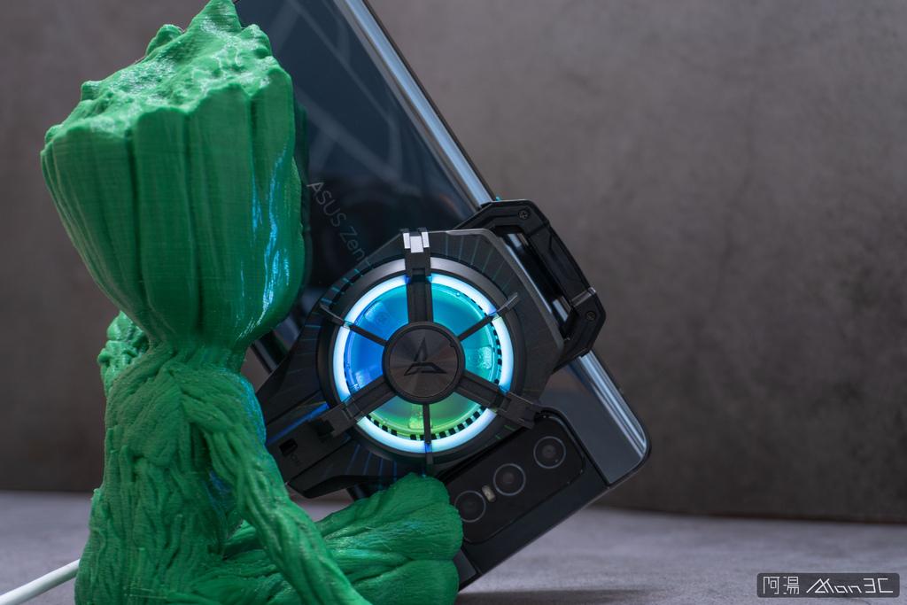 「開箱」信星飛智蜂翼 2 Pro 手機製冷散熱器 - 玩手遊不熱當! - 19