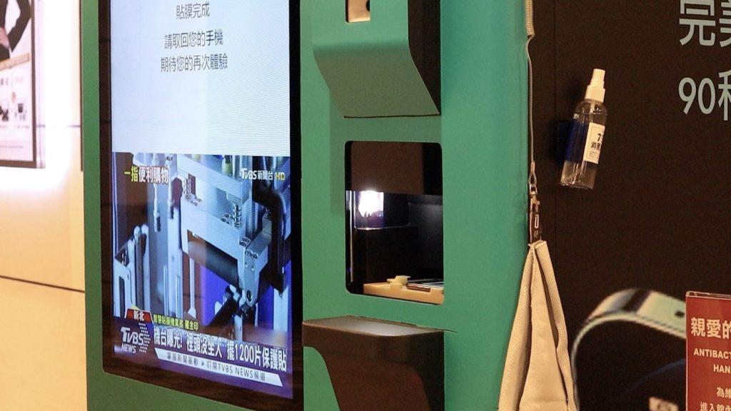自動販賣機也能貼保護貼?TOPFILM 貼膜機,iPhone 貼膜新體驗 - 31