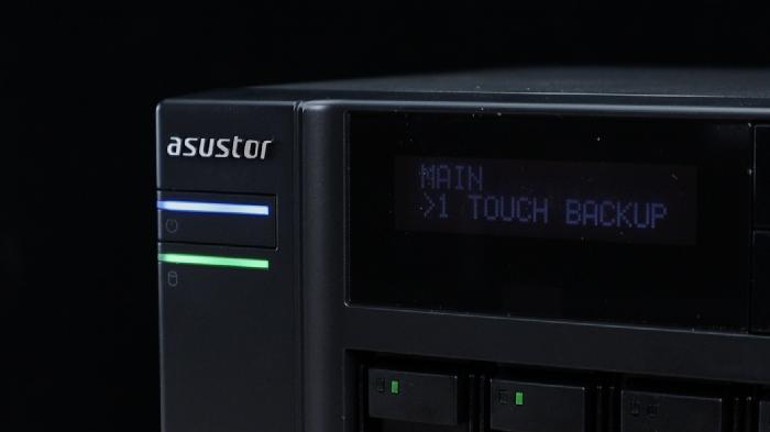 安裝 NAS 華芸 AS6604T,上機 HDD + M.2 SSD